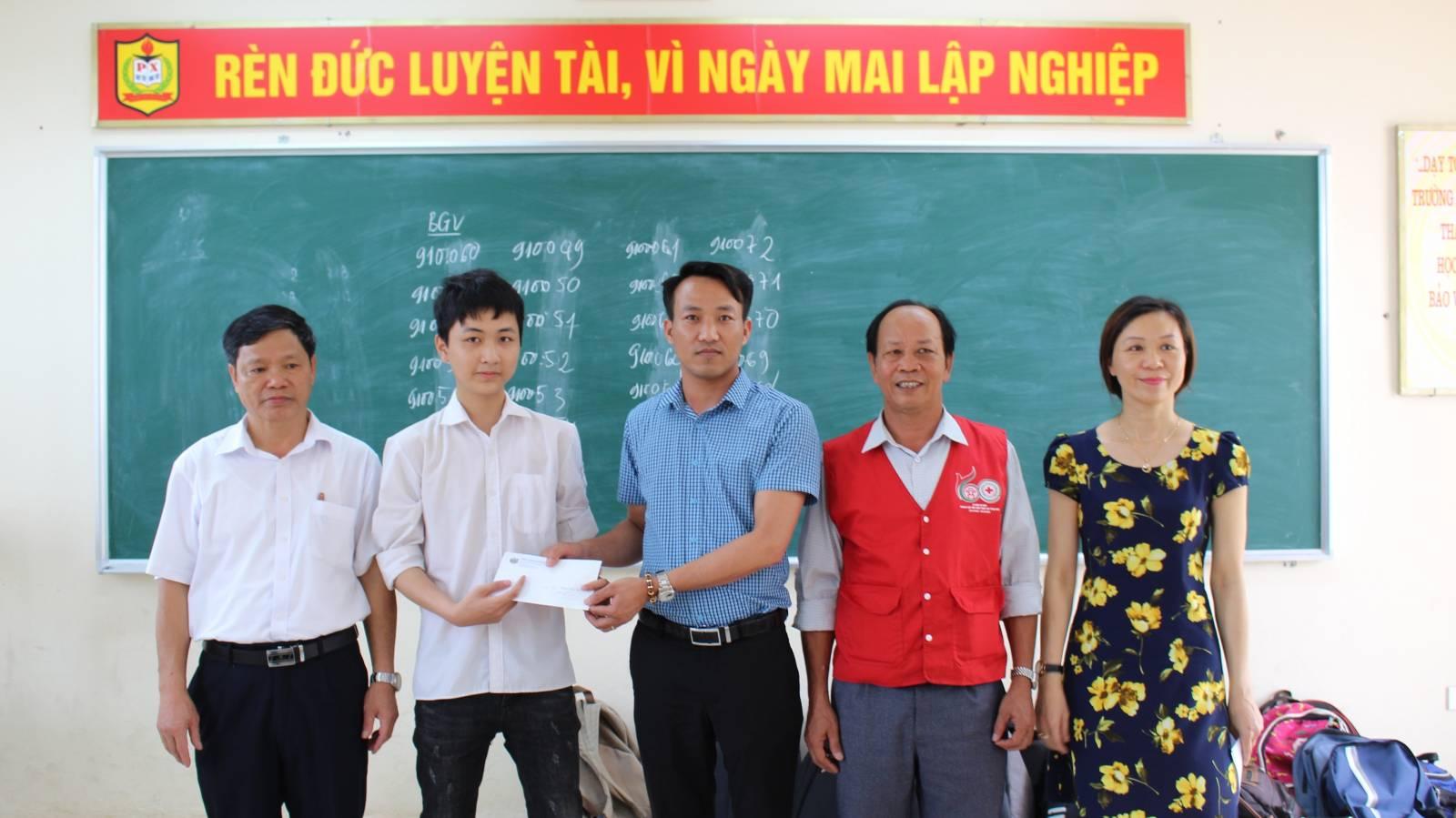 Kei Trao học bổng cho học sinh có hoàn cảnh khó khăn